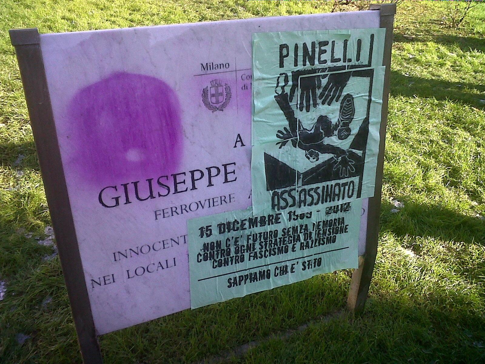 Figure 4 : un exemple de plaque « corrigée » par des militants en 2012 pendant la manifestation commémorative de la strage de Piazza Fontana.